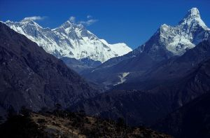 1024px-Nepal_Mount_Everest_And_Ama_dablam